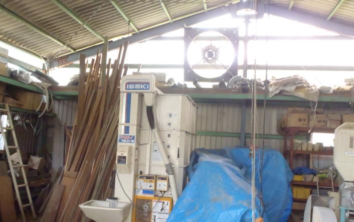 ⑥長い木材も収まる倉庫は高さも十分