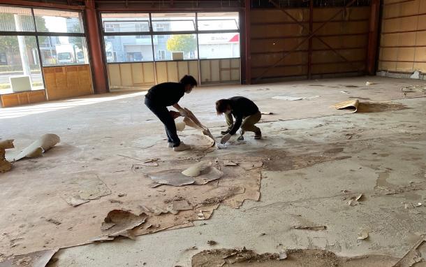 ①改修工事中 床の剥離作業